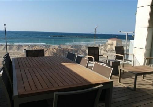 למכירה קו ראשון לים התיכון – לופט חדש בתל אביב