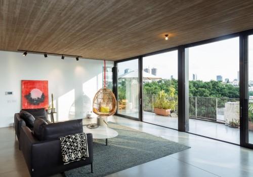 """למכירה במרכז העיר – בבניין באוהאוס לאחר שימור – דירת גג – כ220 מ""""ר במפלס + כ-60 מ""""ר מרפסות."""
