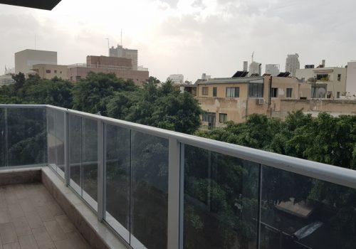 למכירה פנטהאוז יחיד בקומה, בבניין שעבר התחדשות עירונית, בקרבת דיזינגוף, והים.