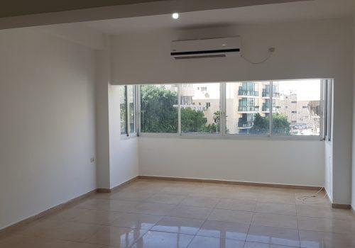 למכירה דירה במיקום מרכזי, דקות מהים,  נוף פתוח, רואים ים.