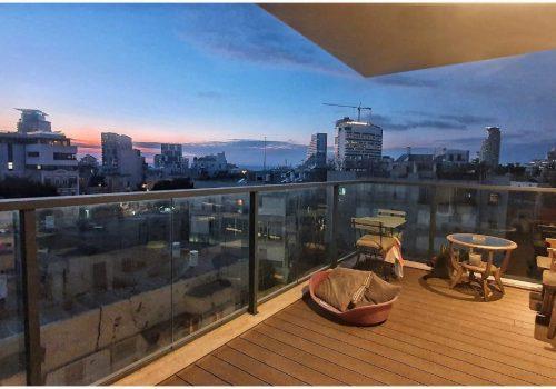 בלב העיר! בקרבת הים, שוק הכרמל, שנקין והסביבה! דירת -4 חדרים יפהפייה מוארת ומרווחת עם מרפסת וחניה!!!