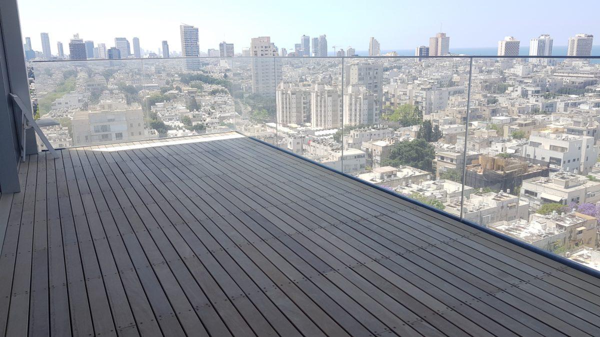 בבנייני אסותא היוקרתיים, מרחק הליכה מהים! דירה ענקית בקומה גבוהה עם נוף פתוח לכל תל אביב!